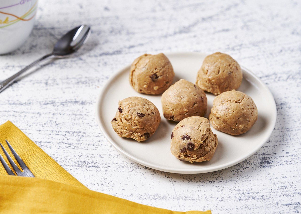 Peanut Butter & Mini Chocolate Chip Protein Bites